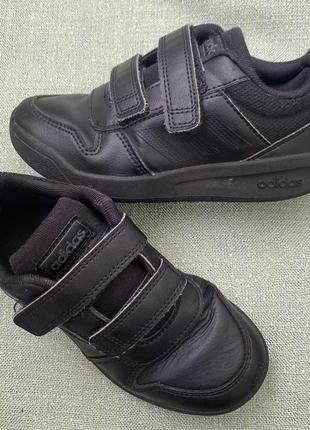 Кроссовки adidas оригинал р.29