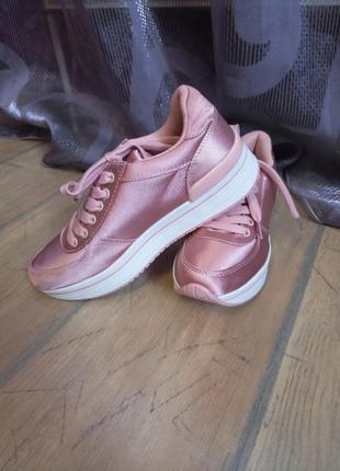 Сатиновые кроссовки