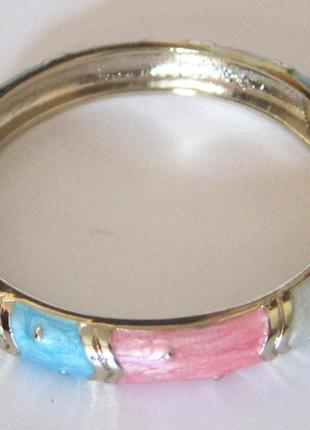 Браслет из бижутерного сплава с эмалью в пастельных тонах