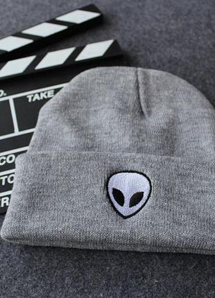 Модная серая шапка бини с инопланетянином 2007