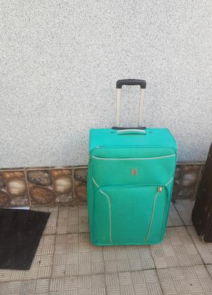 Дорожний чемодан