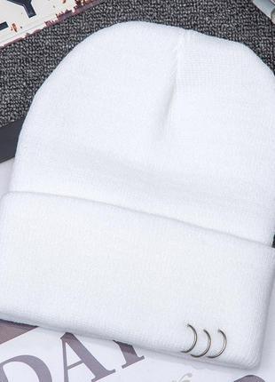Модная молочная шапка бини с кольцами 2014