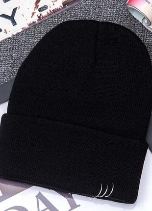 Модная черная шапка бини с кольцами 2014