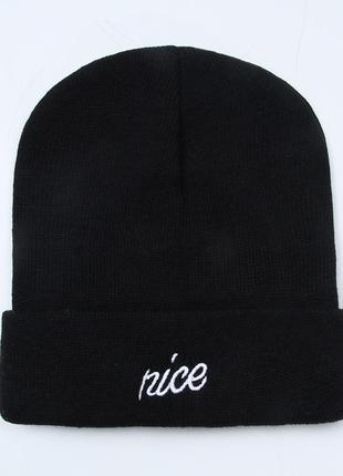 Модная черная шапка бини с надписью 2016