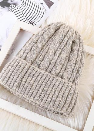 Модная бежевая вязаная шапка с подкладкой 2017