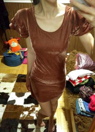 Бархатное платье, с рюшами, воланами