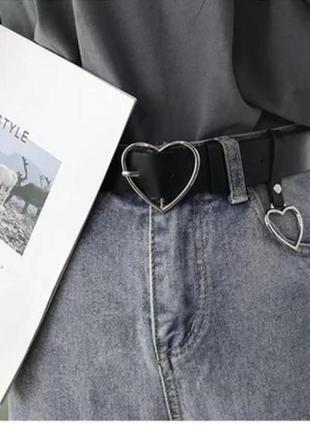 Женский черный ремень с подвеской в виде сердца новый но с дефектом 4012
