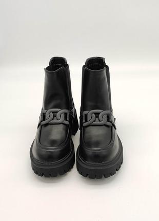 Современные демисезонные ботинки челси