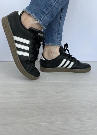 Щкіряні кросівки