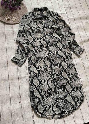 Платье ровного кроя в змеиный принт
