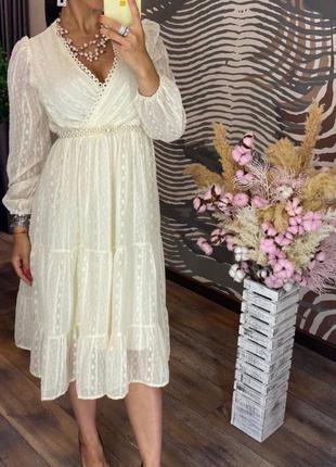 Элегантное нарядное женское платье безупречного кроя