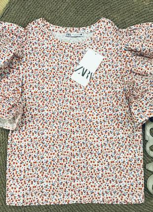 Блуза с рукавом воланом zara