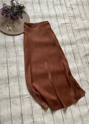 Однотонная сатиновая миди юбка