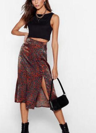 Стильная миди юбка с разрезом в осенних цветах
