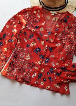 Вискозная блуза в цветочный принт с воланом по низу