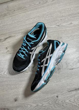 Спортивные кроссовки в зал asics