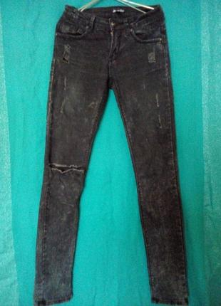 Узкие черные джинсы-варенки