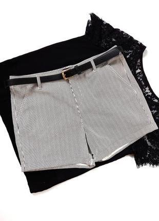 Стрейчові шорти f&f розмір 14  є кишені , низ підкочений  стан ідеальний  добре тянуться