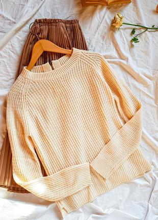 Молочный базовый вязаный свитер