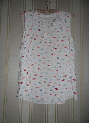 Літня блуза без рукавів біла з принтом   розмір 42//  xl віскоза