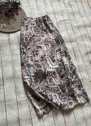 Очень стильная миди юбка принт питона