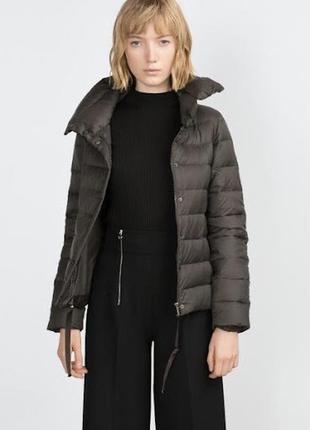 Лёгкая пуховая куртка zara, размер s-m