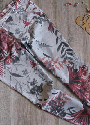 Стрейчевые брюки в принт h&m eur 46/48