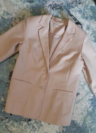 Продам пиджак от бренда daxon