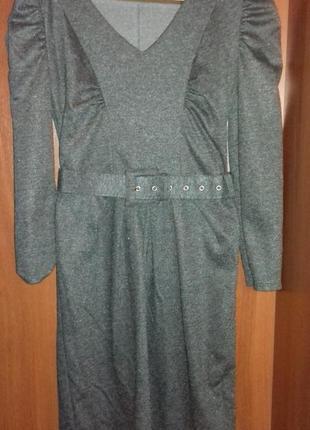Теплое деловое платье