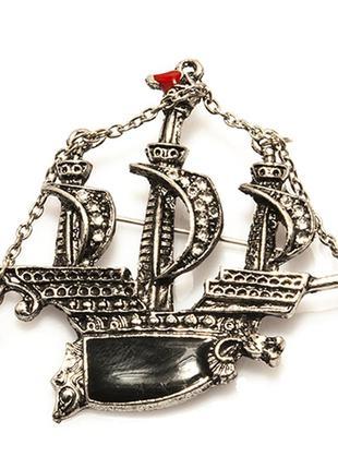 Винтажная брошь кораблик