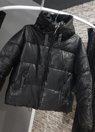 Женская зимняя куртка из экокожи