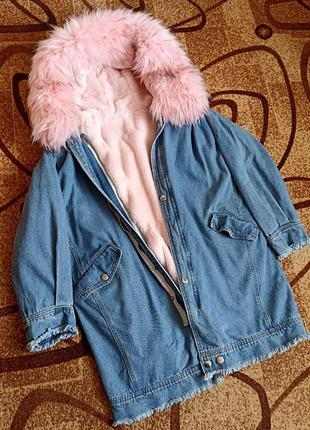 Новая джинсовая зимняя длинная куртка, розовый мех
