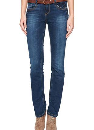 Прямые джинсы с небольшим клешем от немецкого бренда tom tailor