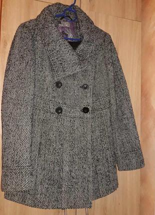 Интересное пальто в стиле милитари