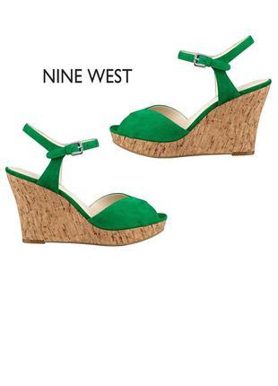 Nine west оригинал яркие замшевые босоножки изумрудные на танкетке бренд из сша