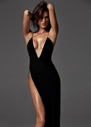 Платье туника ниже колена с глубоким вырезом