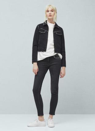 Стильные черные джинсы с заклепками от mango, 34р, испания, оригинал