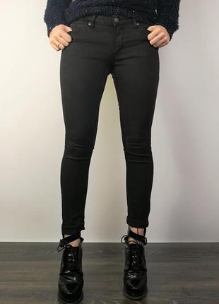 Крутые черные скини с потертостями  205819 cheap monday размер 29 (m/l) джинсы
