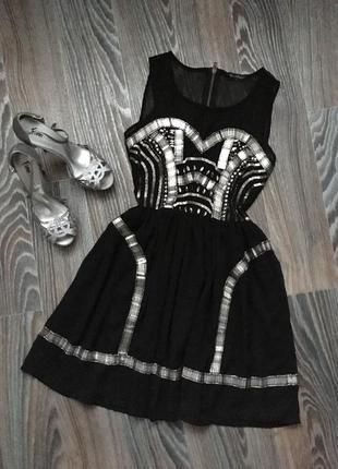 Короткое чёрное платье в пайетках