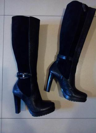 Фирменные,демисезонные сапожки calvinklein на устойчивом каблуке.