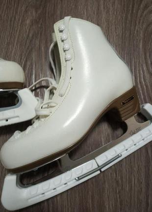 :женские коньки risport laser