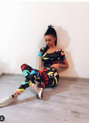 Женский спортивный костюм ,леггинсы для фитнеса и топ до короткого рукава