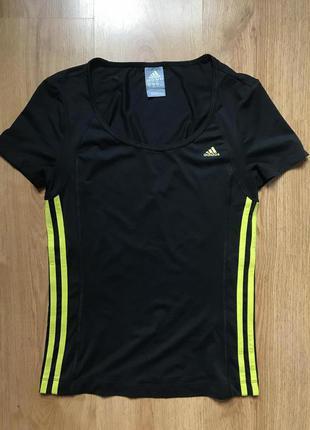 Новая спортивная футболка adidas с яркими полосками 10рр