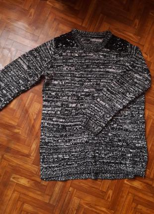 Удлиненный свитер со вставками из пайеток