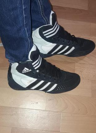 Фирменные замшевые ботинки  (кроссовки) adidas рр 41-42
