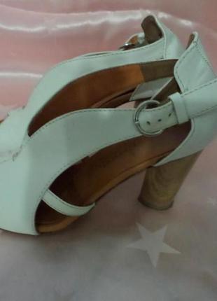 Итальянские кожаные босоножки на высоком каблуке(размер38)