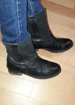 Фирменные кожаные ботинки на низком ходу reserved рр 38