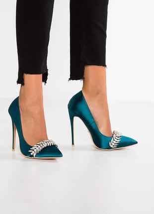 Обалденные лодочки туфли на шпильке с украшением изумрудные li asos стелька кожа