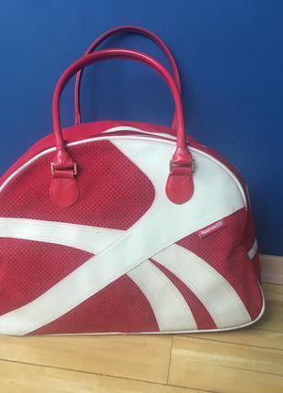 Классная спортивная сумка от reebok