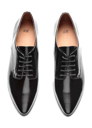 Трендовые классические туфли на шнуровках